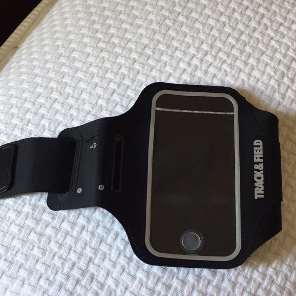 Porta smartphone preto track & field para prática de