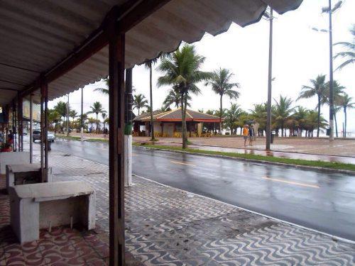 Aluga-se apartamento praia grande, vila tupi, em frente ao