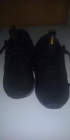 Lote de sapato de menino