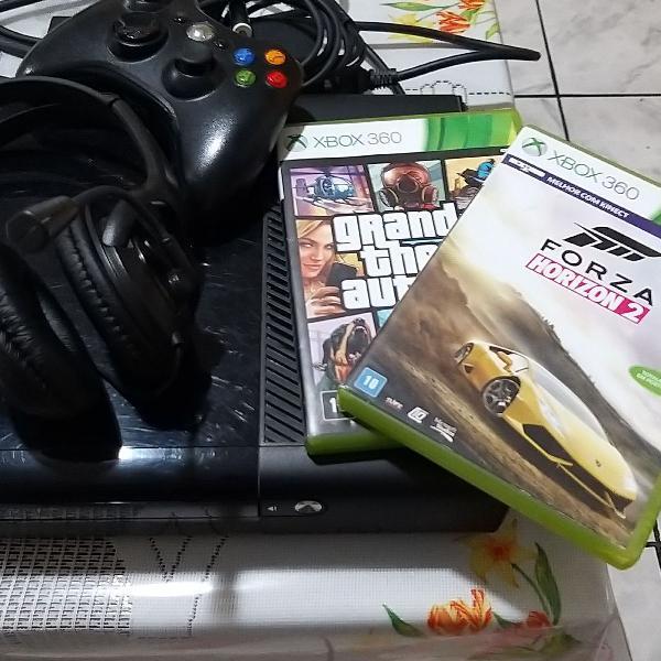 Xbox 360 com 2 jogos de midia fisica 1 fone de ouvido mais