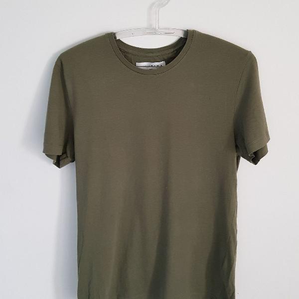 Camiseta zara verde musgo