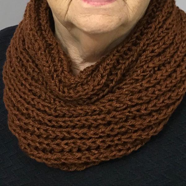 Gola marrom em tricô lã especial feito à mão