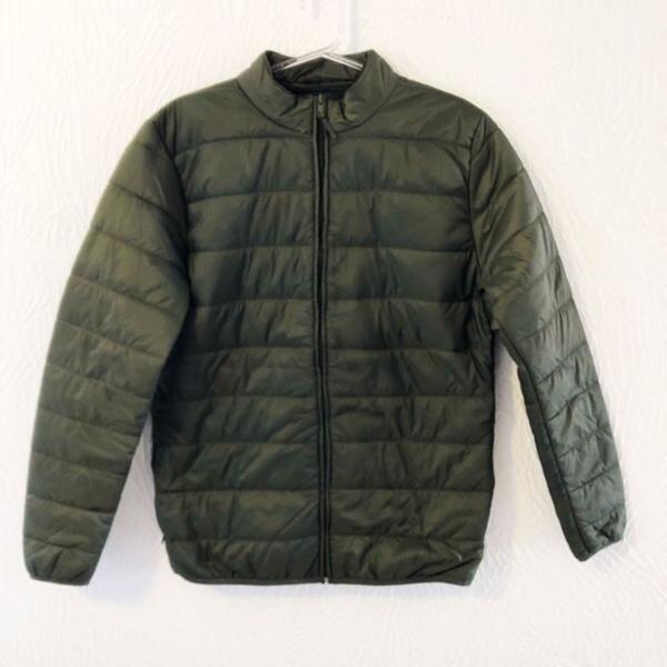 Jaqueta corta vento verde musgo