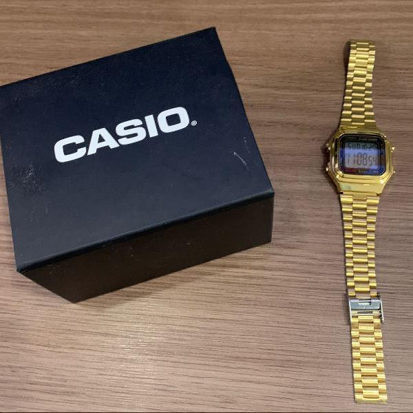 Relógio casio retrô dourado