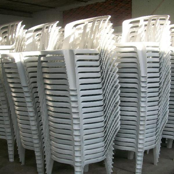 Aluguel mesas e cadeiras plásticas na zona norte