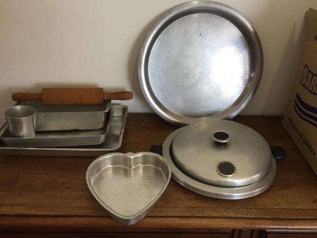Assadeiras e copo de alumínio