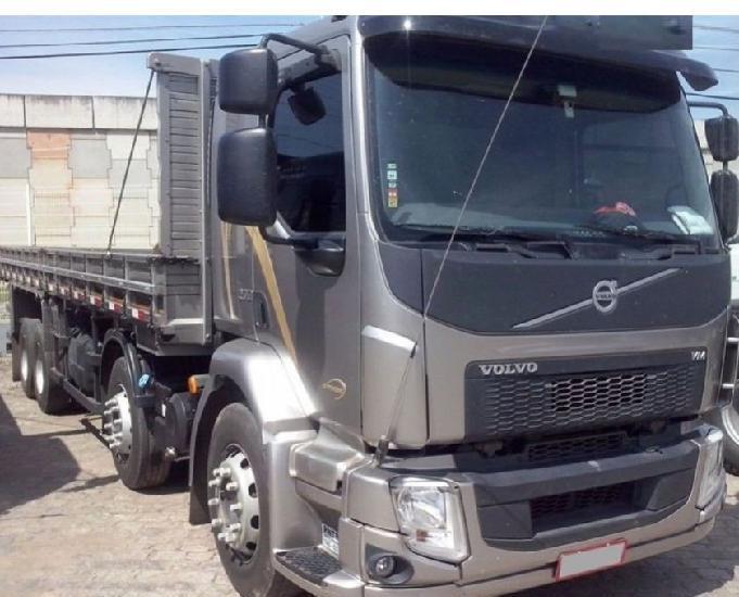 Volvo vm 270 bitruck 8x2 2016 carroceria tampa alta