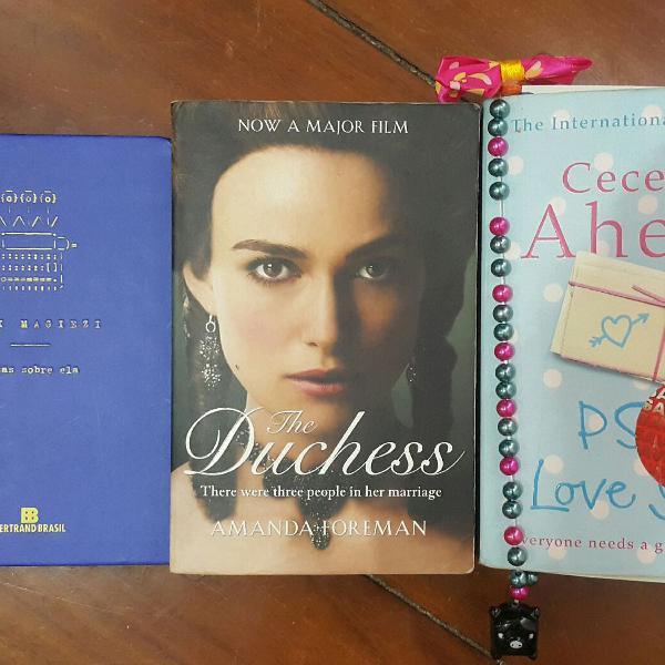 Conjunto livros e marca página fofo