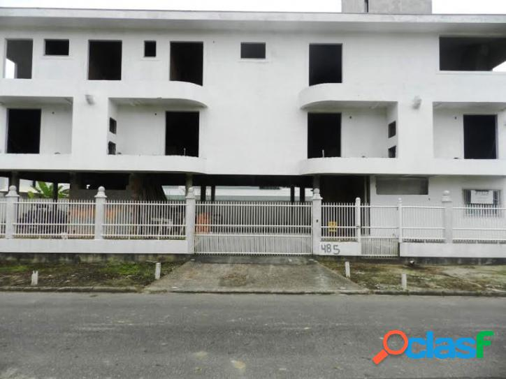 Empreendimento, 01 cobertura, 04 apartamentos, 01 loft