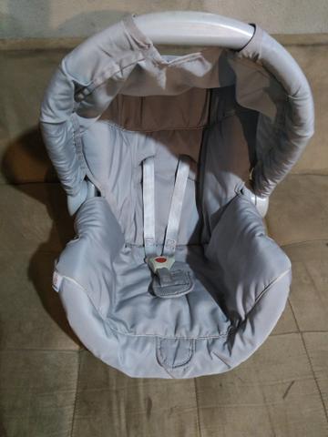 Bebê conforto semi novo galzerano
