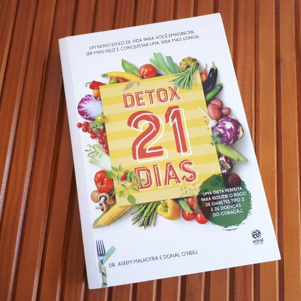 """Livro """"detox 21 dias"""""""
