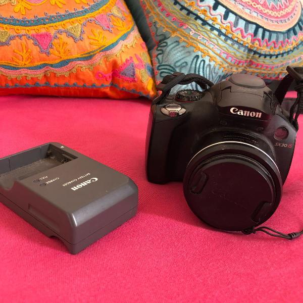 câmera semi profissional preta canon