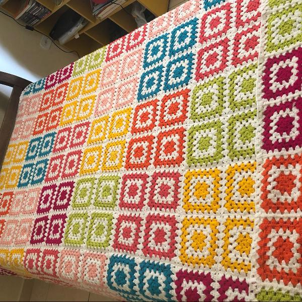 Colcha artesanal lã