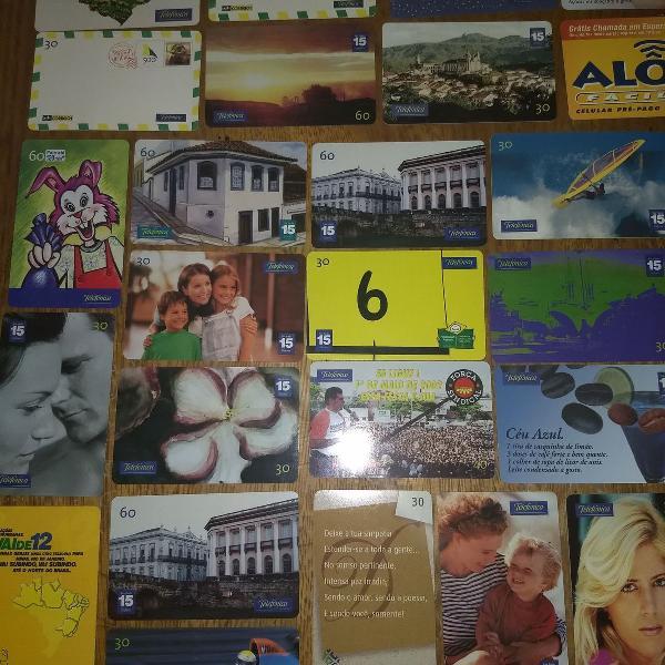 Coleção de cartões telefônicos e outros.