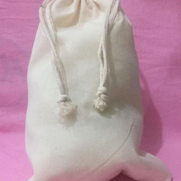Saquinhos de algodão cru