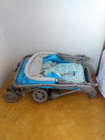 Carrinho de bebê + colchão p/ berço