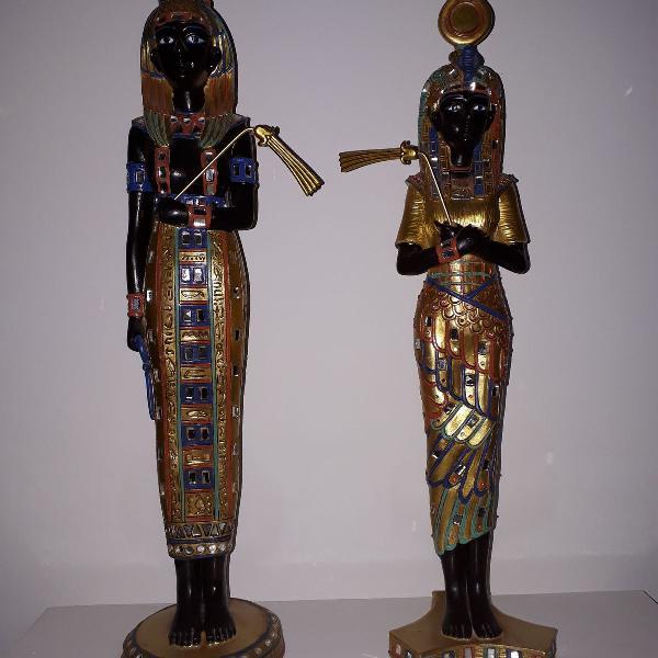 Casal de deuses egípcios ísis e osíris dourados e