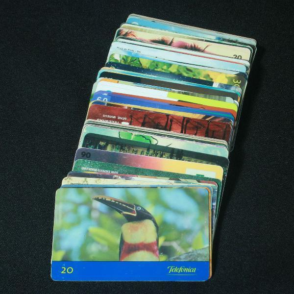 Coleção com 63 cartões telefônicos antigos