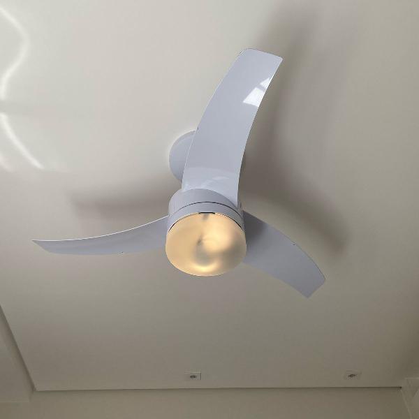 Luminária com controle remoto
