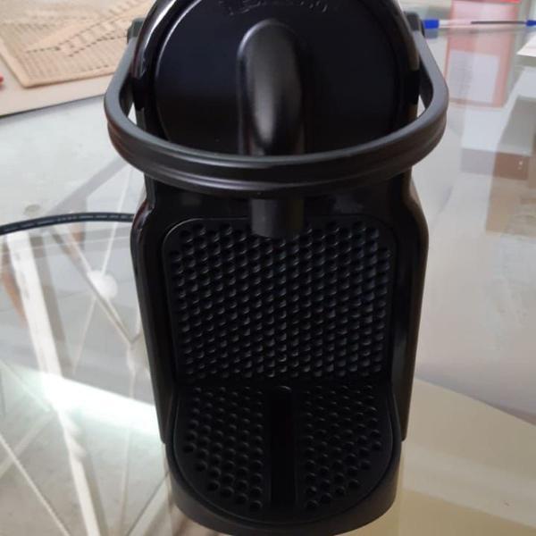 Máquina café nespresso inissia d40 preta semi-nova, em