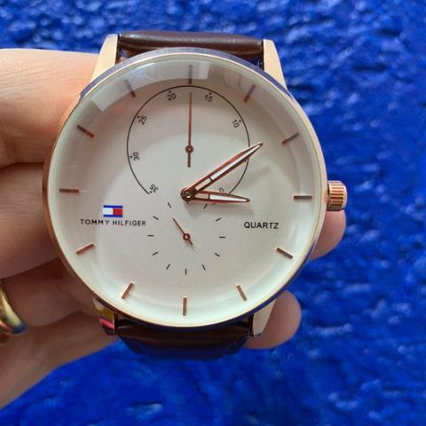 Relógio social pulseira de couro