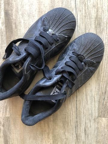 Tênis adidas preto superstar