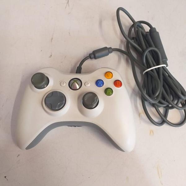 Controle de xbox 360 branco com fio