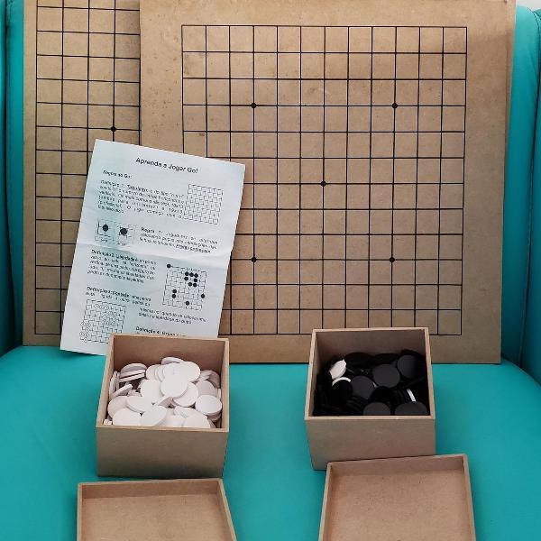 Kit jogo go. composto por 1 tabuleiro e 360 pedras. usado!