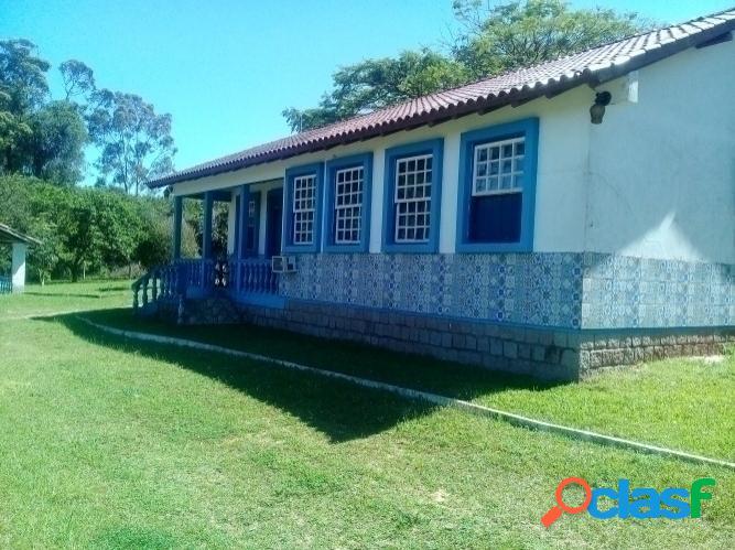 Belíssimo sítio de 4.5 hectares, casa estilo portuguesa, águas claras