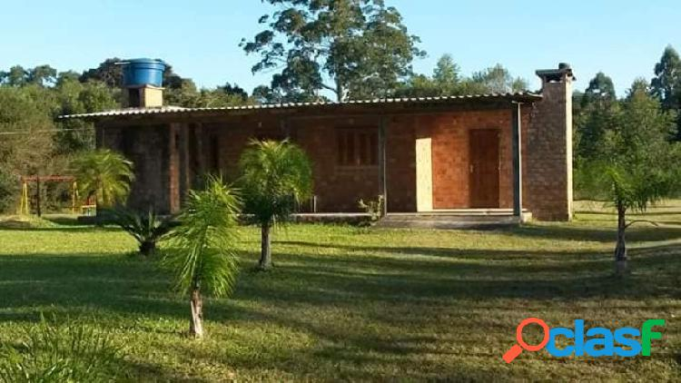 Sitio com 8.200m², casa alvenaria, campo, mata nativa, açude, cantagalo