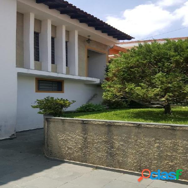 Casa ampla com ótima localização com possibilidade de comércio e residência. agende a visita!!!
