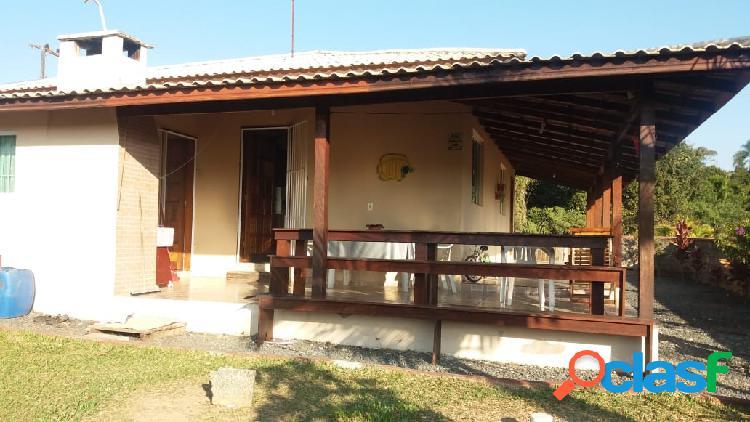 Linda casa com grande terreno em Piçarras SC