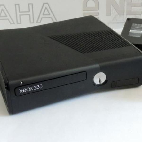 Videogame xbox 360 com controle e cabos