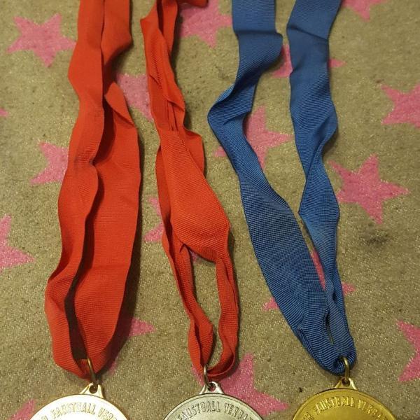 Alemanha oriental 3 medalhas campeonato punhobol - raro !!!