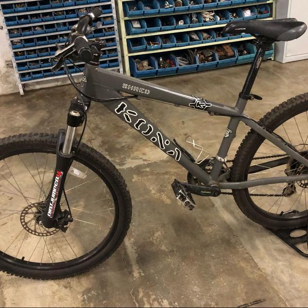 Bicicleta kona de dirt