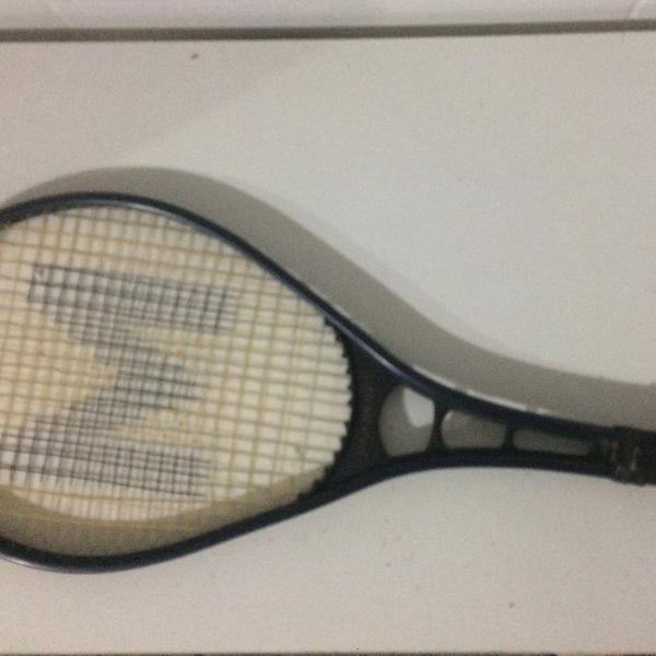 Raquete de tênis marca metalplas