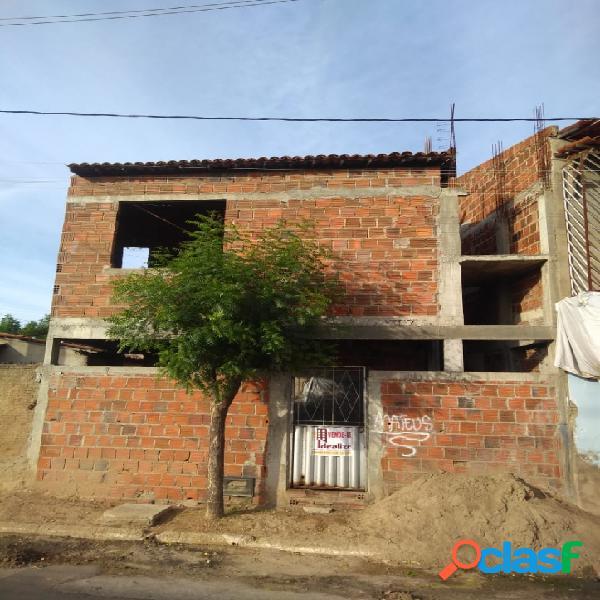 Vende se casa duplex no bairro Abolição 4 2