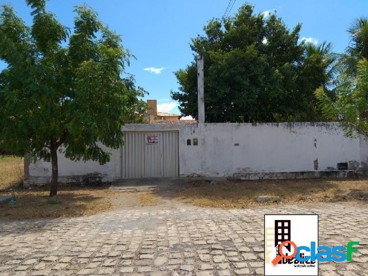 Vende se ótima casa no bairro Costa e Silva