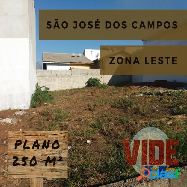 Lote residencial, plano, com 250 m², próximo ao Novo Horizonte