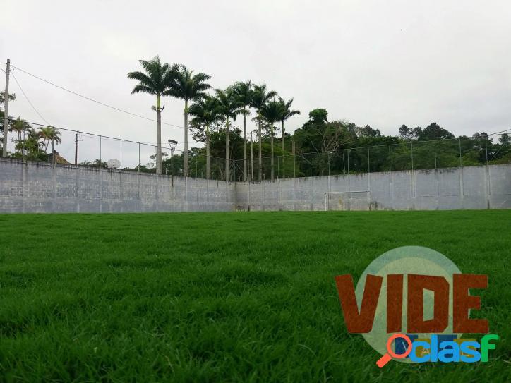 Chácara com 7400 m², lazer com campo gramado, quiosque com churrasqueira e acesso de barcos à represa, em jambeiro.