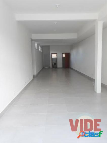 Jardim satélite: salão comercial, 100 m², 2 banheiros, próximo à andrômeda