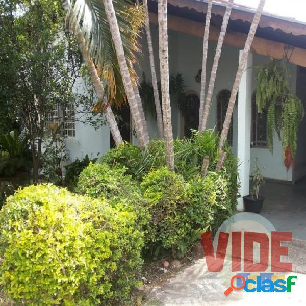 Casa térrea + edícula, na melhor localização do jardim satélite!