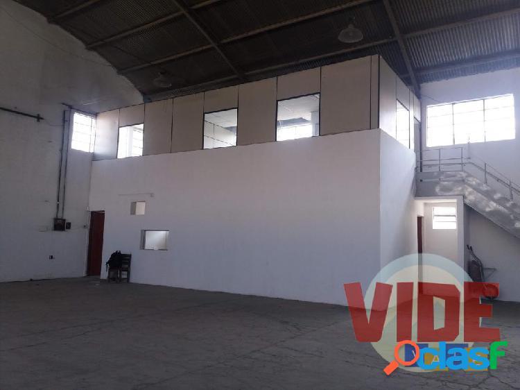 Galpão com 600 m², localizado no bairro industrial chácaras reunidas, sjc
