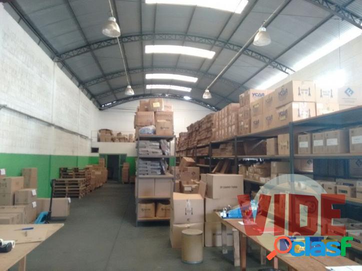 Galpão com 400 m², no bairro industrial chácaras reunidas, em sjc