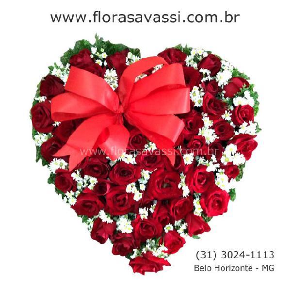 Entrega de flores arranjos buquês de rosas
