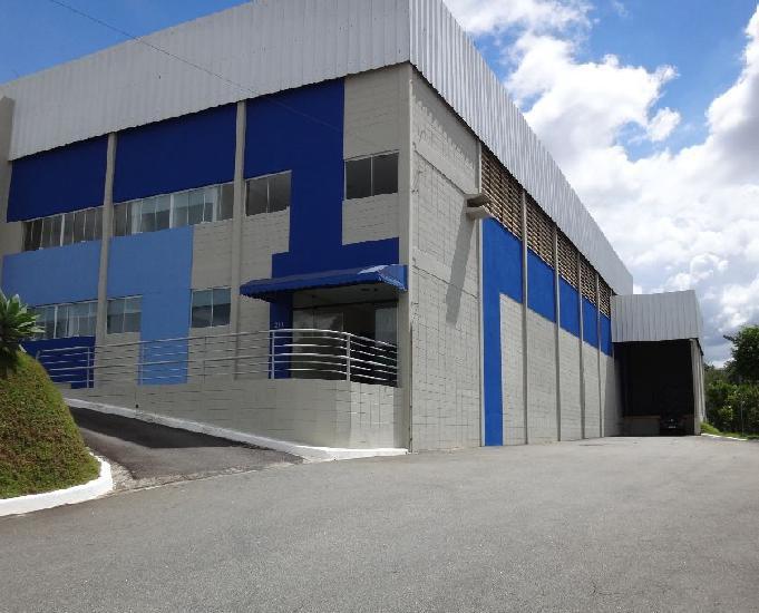 Galpão com 725m2 condomínio Privativo em Santana de