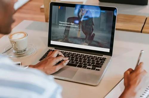 Desenvolvimento de websites, portais e hotsites.