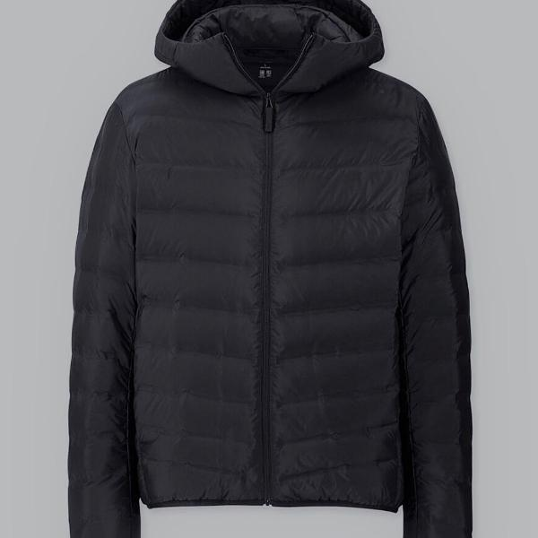 Jaqueta uniqlo preta com capuz