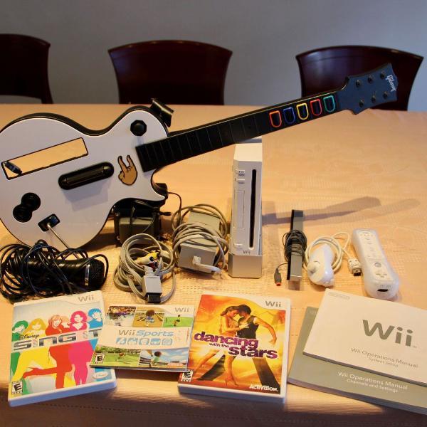 Nintendo wii bloqueado com pouco uso + guitarra + microfone
