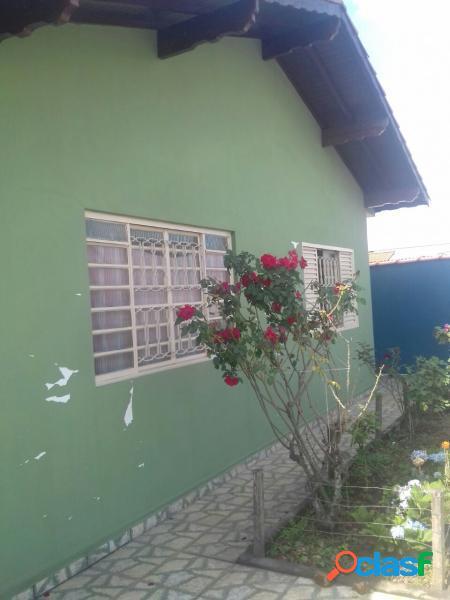 Casa com 3 dorms em Poços de Caldas - Jardim Kennedy por 200 mil para comprar